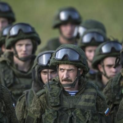 «Зелені чоловічки»: російську військову присутність на Донбасі більше не приховують - журналіст
