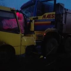 На Київщині вантажівка врізалася в маршрутку, є постраждалі