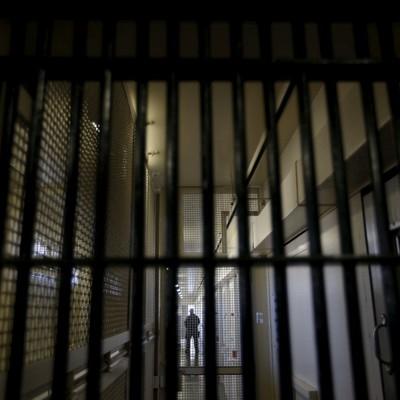 В 2017 році планують відкрити магазини в тюрмах і видати в'язням карти для зарплат