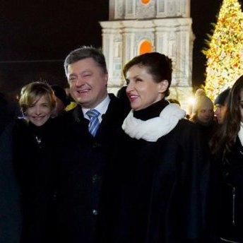 Порошенко з родиною привітав українців з Різдвом: з'явилося відео