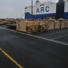 Опубліковані нові фото військової техніки США, перевезеної в Європу (фото)