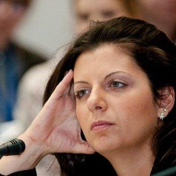 Редактор російського пропагандистського каналу заперечує звинувачення американської розвідки