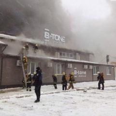 У Сумах горить спортклуб, вулицю затягло густим димом (відео)
