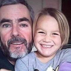 Житель Нової Зеландії і його 6-річна донька провели місяць у відкритому морі на дрейфуючій яхті