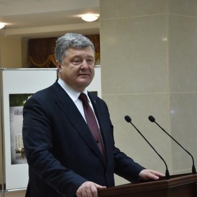 Петро Порошенко вручив ключі від квартир родинам миколаївських ветеранів АТО ( фото. відео)