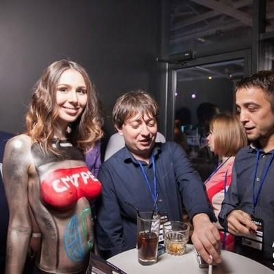 «Голі дівчата і запальні танці»: у Мережі обурилися через «антиконференцію» ITівців у Києві