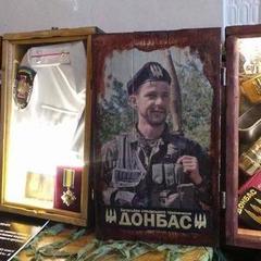 У приміщені Верховної Ради відкрилась виставка, присвячена подіям в Іловайську і боям за Саур-Могилу (фото)
