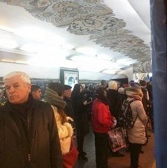 У київському метро потяги зупинились посеред тунелю