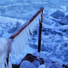 Одеське узбережжя повністю скувало льодом: захопливі фото