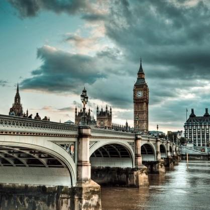 В Лондоні через бомбу перекрили два центральних моста