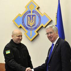 Турчинов назвав «стратегічною помилкою» блокування поставок летальної зброї Україні