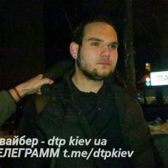 У Києві п'яний водій протаранив 4 автомобілі (фото)