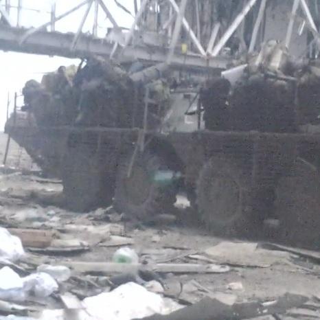 Шквал ворожих куль: «кіборг» показав архівне відео з Донецького аеропорту