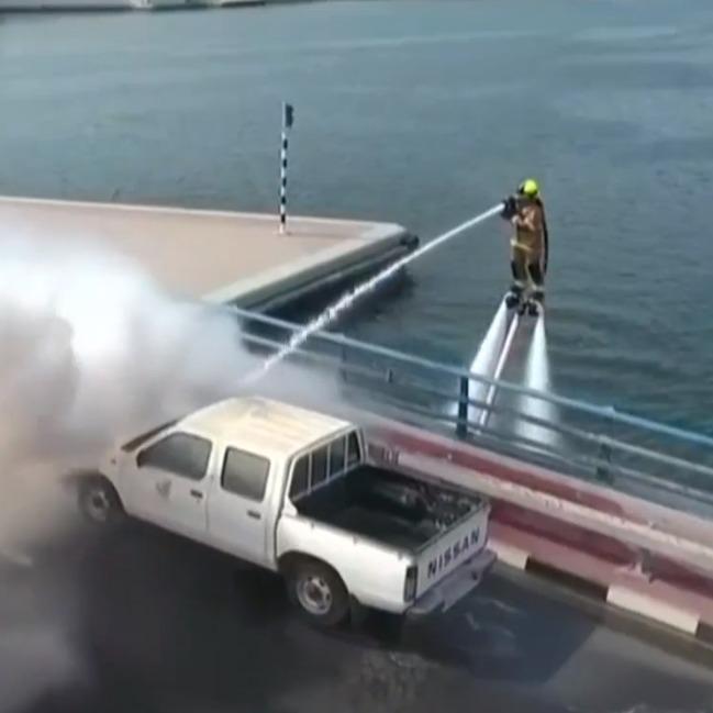 У Дубаї з'явились літаючі пожежники (відео)