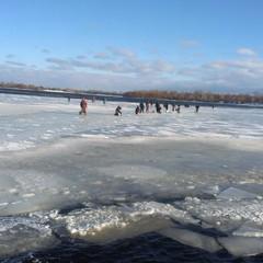 У Києві від берега відірвалася крижина із 30 рибалками (фото)