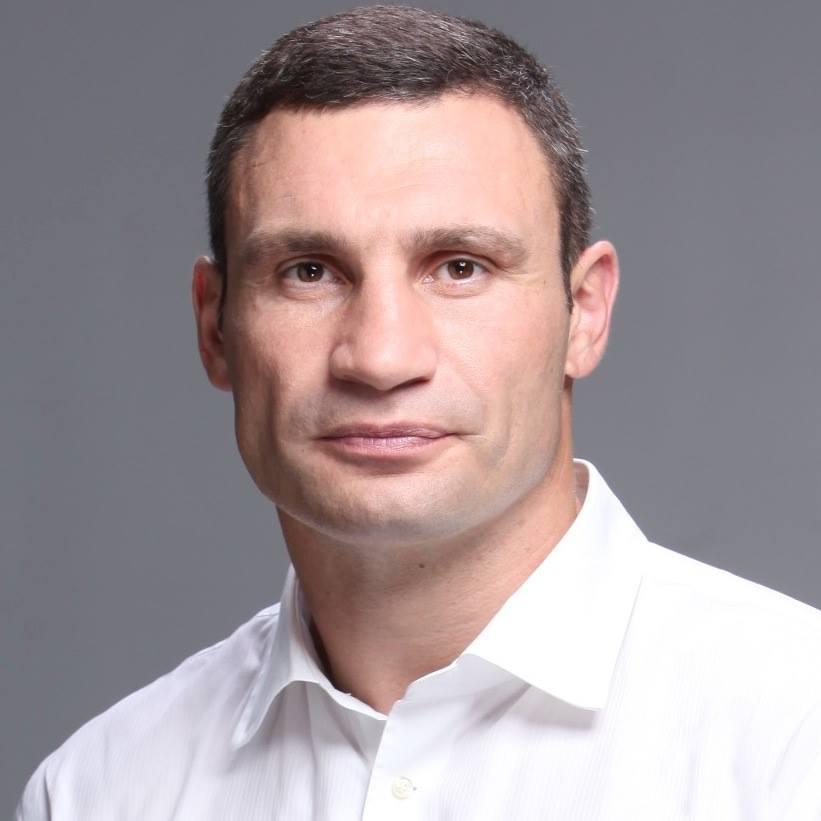 Мер Києва взяв участь у флешмобі та передав естафету братові (відео)