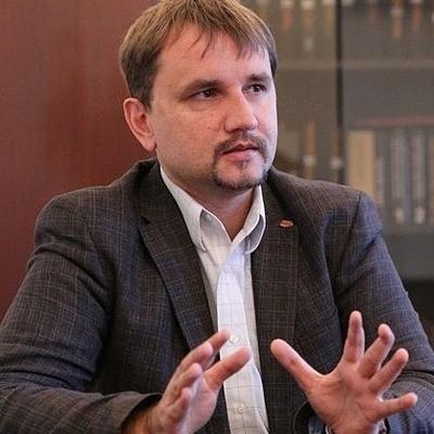 В'ятрович хоче декомунізувати 8 березня