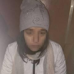 20-річна дівчина «на ходу» викрала у чоловіка гаманець на столичному Хрещатику