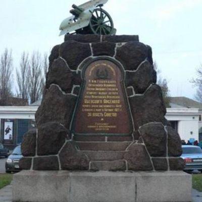 У Києві знесуть пам'ятник-гармату на Арсенальній площі