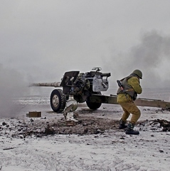 Під Авдіївкою окупанти знову пішли в атаку, триває бій