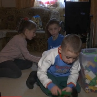 Поліцейська і рятувальник з Кіровоградщини всиновили одразу шістьох дітей (відео)