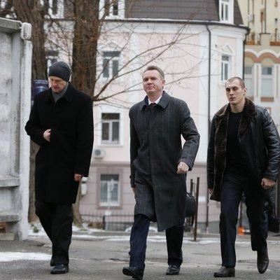 «Засідання вкотре перенесли»: суд більше місяця не може обрати запобіжний захід для голови ЦВК Охендовського
