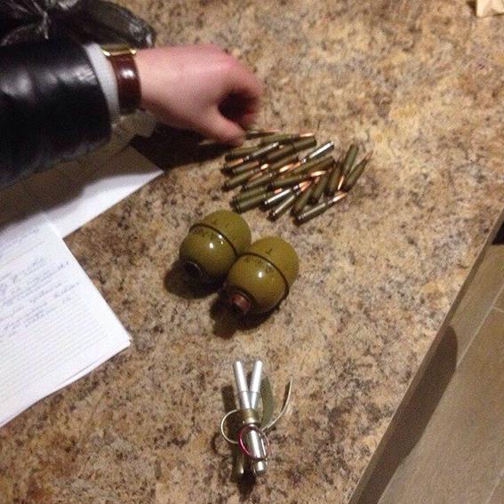 У Вінниці поліцейський зберігав зброю із зони АТО