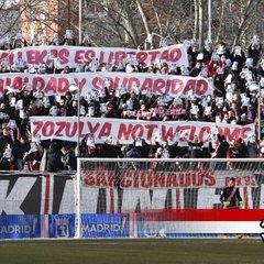 Фанати Райо Вальєкано під час матчу влаштували акцію протесту проти Зозулі