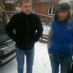 У Львові маршрутку з людьми потрощили битою