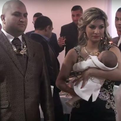 На ромських хрестинах немовляті надарували грошей та золота на 30 тис. євро (фото, відео)