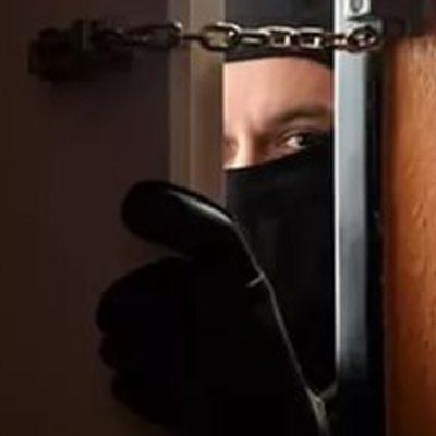 Замість грошей грабіжники виносили інтимні іграшки, - у Чернігові пограбували секс-шоп (відео)