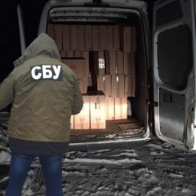 СБУ затримала мікроавтобус з контрафактними цигарками на майже два мільйони (фото)