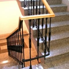 Одеситка спустила зі сходів представника «Одесагаз»