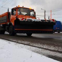 В Києві загинув чоловік внаслідок падіння стовпа, який збила снігоприбиральна машина