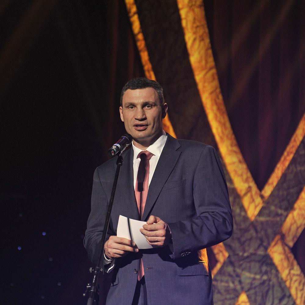 Віталій Кличко вручив 15-ти воїнам-інтернаціоналістам сертифікати на квартири