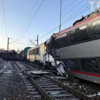 «Лоб в лоб»: у Люксембурзі пасажирський та вантажний потяги зіштовхнулися, є жертви (фото)