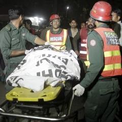 Загинули 70 людей, ще 150 поранені: у Пакистані чоловік підірвав себе в одному з храмів