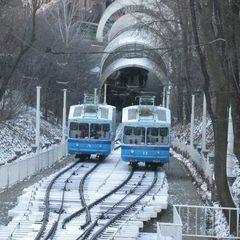 У Києві чоловік впав на рейки фунікулеру