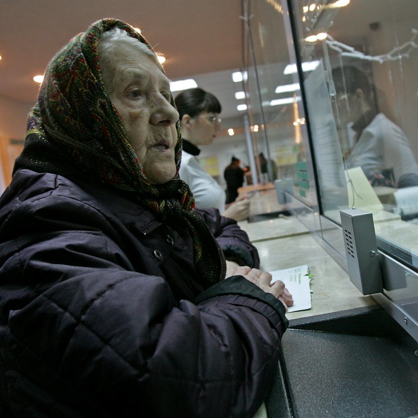 Сказали коли перед українцями стоятиме вибір між пенсією і зарплатою