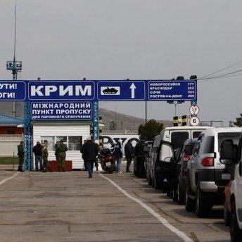 Пором у Криму не працює, російські далекобійники четвертий день очікують на переправу