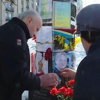 Пам'ятні заходи на честь Героїв Небесної Сотні в центрі Києва (наживо)