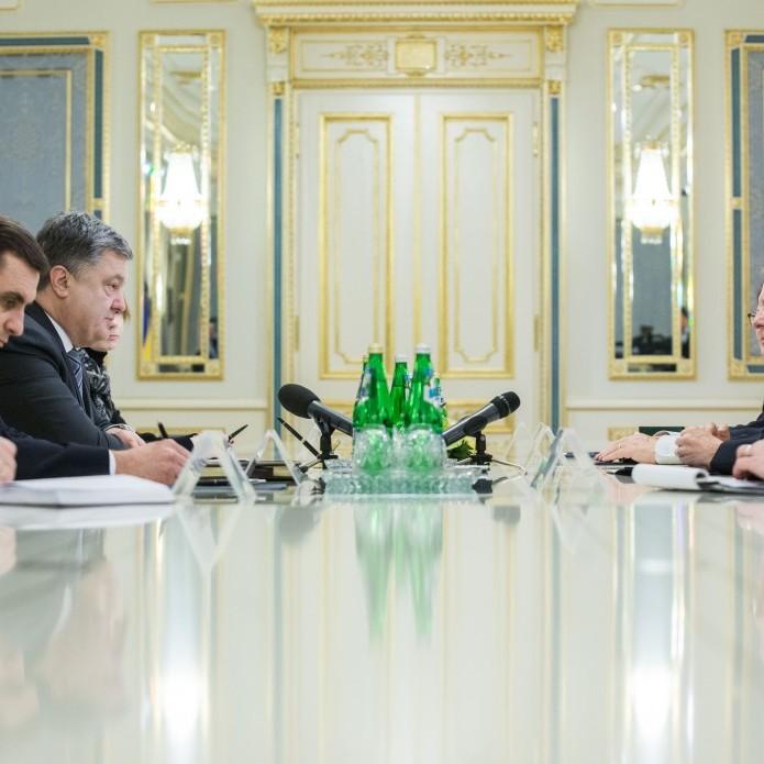 Порошенко обговорив з представниками США посилення санкцій щодо РФ
