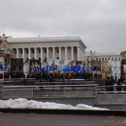 Націоналісти зібралися на марш та готують цукерки для президента (фото)