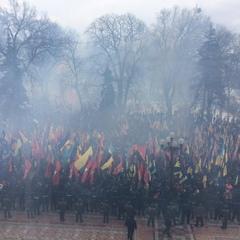 Націоналісти прийшли під Раду з «фаєрами» (фото)