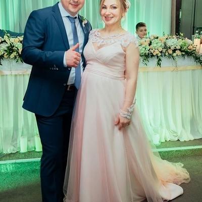 «Це символічні цифри, щоб сім'я була щасливою», - Голова Рівненської ОДА розповів про своє весілля (фото)