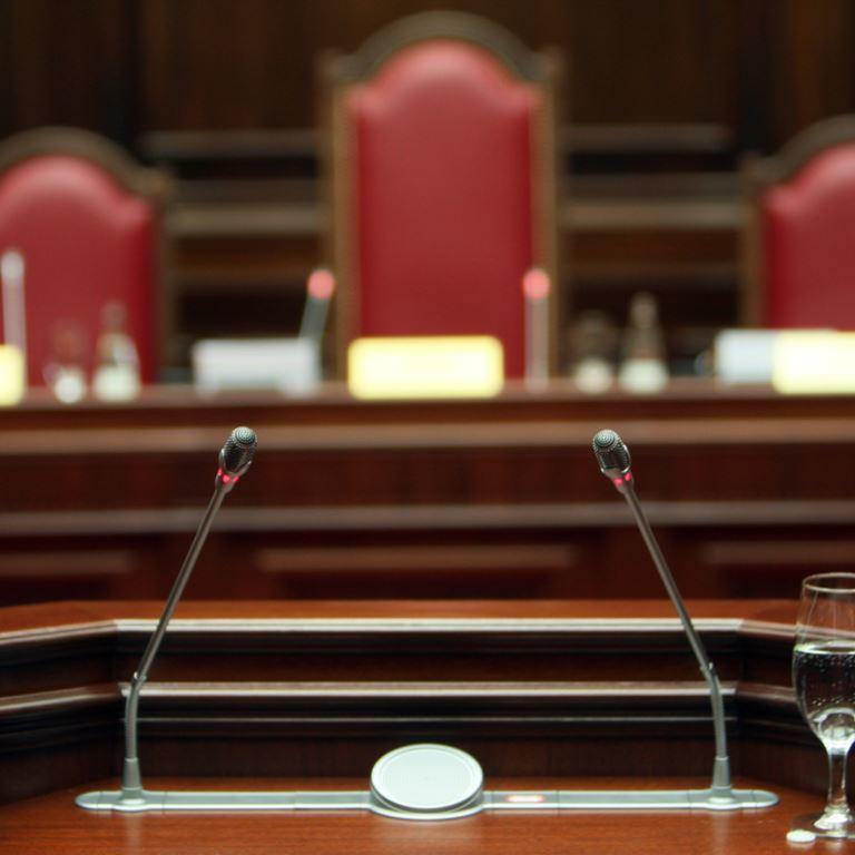«Гроби»: нелюдські умови утримання підсудних виявлено на Буковині