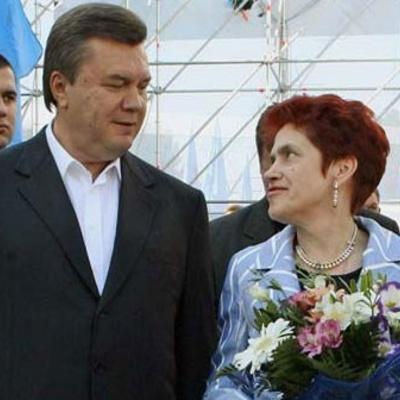 Янукович розвівся з офіційною дружиною