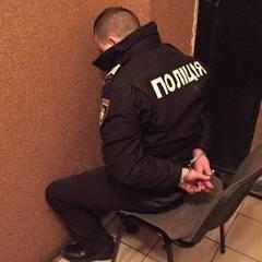 На залізничному вокзалі Львова поліцейські катували та грабували громадян (відео)