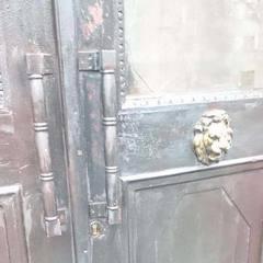 Вночі підпалили двері Інституту національної пам'яті
