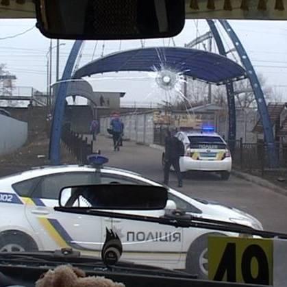 У Києві очевидці зафіксували поліцейську погоню за викраденою маршруткою (відео)